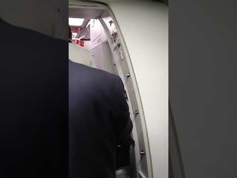 Video - Φραστική επίθεση ακροδεξιάς στον Α. Τσίπρα σε πτήση Βρυξέλλες - Αθήνα
