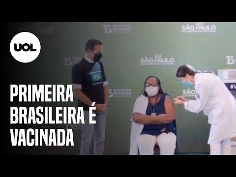 Enfermeira Mônica Calazans é a primeira brasileira vacinada após aprovação da Anvisa