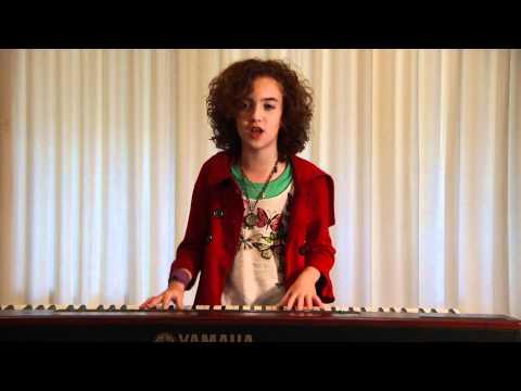 Grace Jeanette cantando
