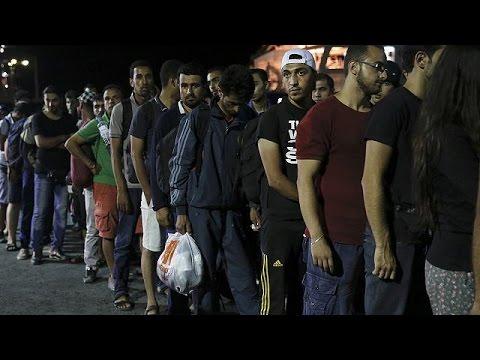 Ελλάδα: Στο πλοίο «Ελευθέριος Βενιζέλος» προσωρινά μετανάστες από τη Συρία