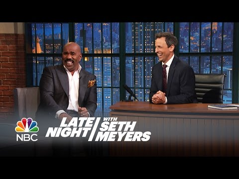 Steve Harvey's Favorite Bad Family Feud Answers - Late Night with Seth Meyers (видео)