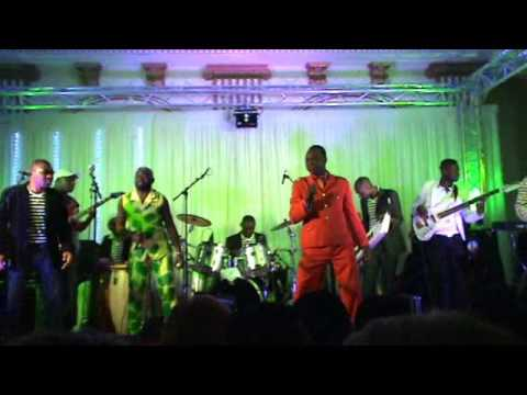 LA VIDEO DU CONCERT DE PETIT PAYS ( EFFATTA ) ET MATHEMATIQUE DU 08/03/2013 A PARIS