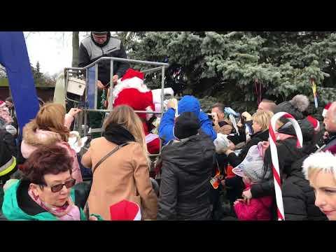 Wideo1: Ubieranie miejskiej choinki na Zaborowie