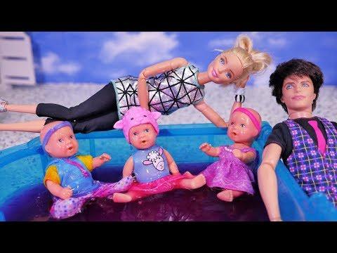 Rodzinka Barbie 💑 Mama i Tata odwiedzają Barbie 💑 Zabawa dzieci w glucie Glibbi Slime 💑 Bajka lalki