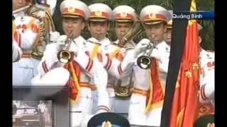 ANTĐ - Sau phát biểu của Trưởng Ban tổ chức Lễ Quốc tang Nguyễn Xuân Phúc, trong khúc nhạc tiễn biệt trầm buồn xót xa, đội công tác chuyển linh cữu, tiễn đưa Đại tướng Võ Nguyên Giáp vào lòng đất mẹ.http://www.anninhthudo.vn/Multimedia/Media/Video-Le-an-tang-Dai-tuong-Vo-Nguyen-Giap/519812.antd