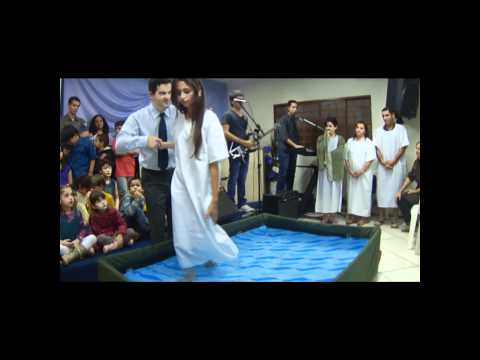 Batismo Natalia Cardoso - Igreja Missionária Caarapó 20-05-2012.wmv