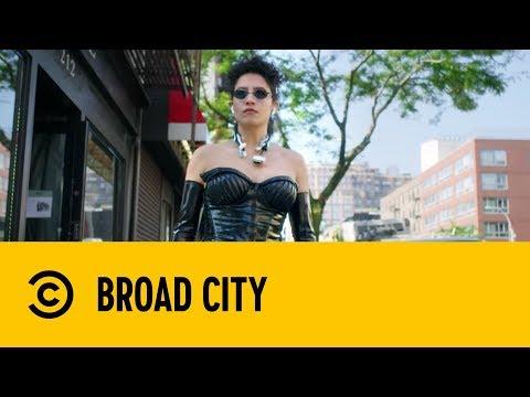 Ilana's Matrix Cosplay | Broad City