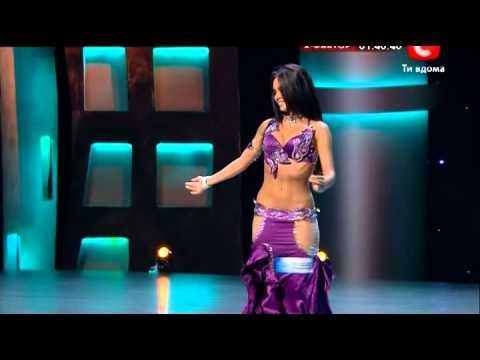 Каста она танцует стриптиз 320