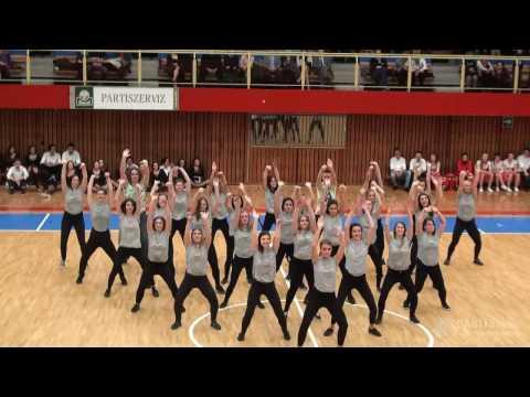 12.F osztály szalagavató tánca93344