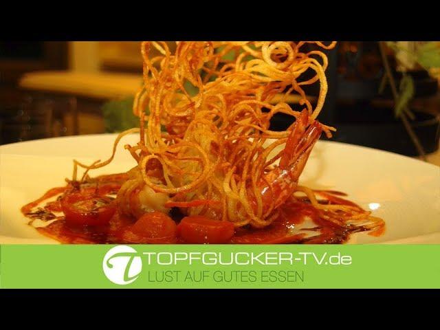 Riesengarnelen im frittiertem Kartoffelmantel auf Tomatenkompott und Sternanis an Sesamglacé