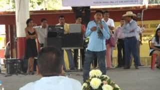 Victor Araujo Junior en el concurso regional de canto en Paso de Arena con la canción: Te presumo