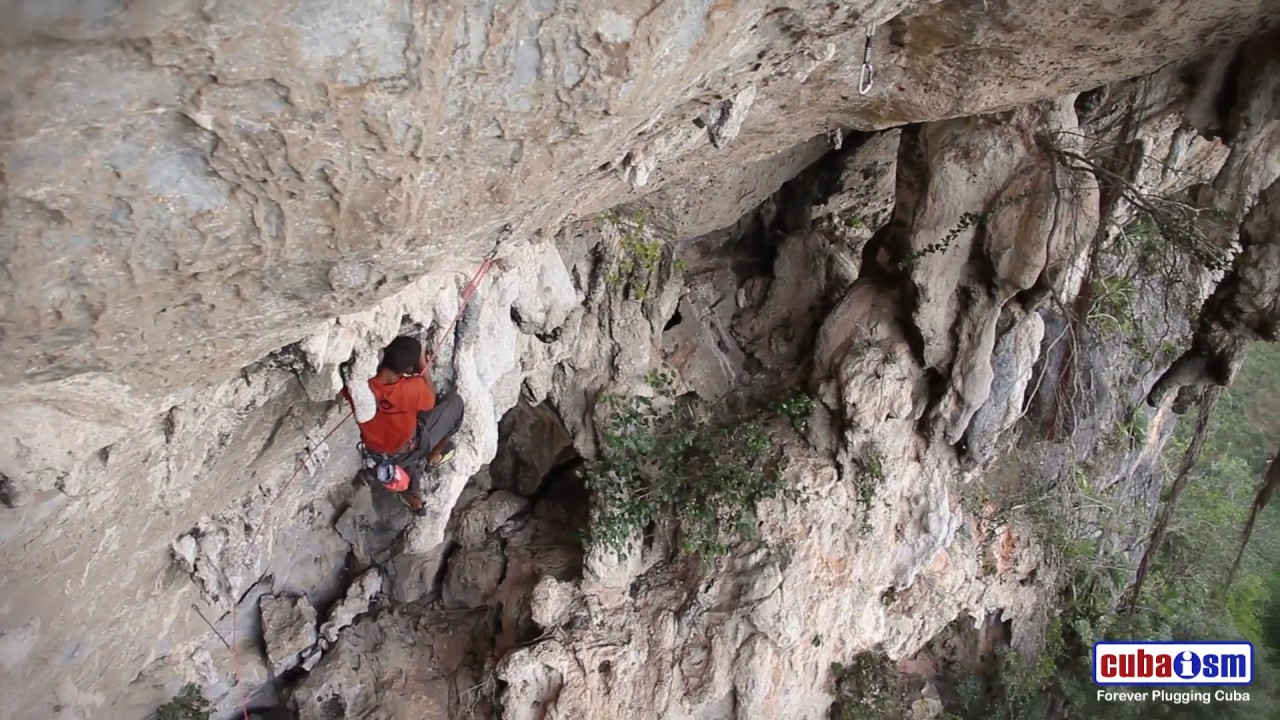 Climbing in Viñales, Cuba - El Cosa on Esplendido - 033v01