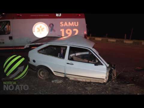 Carro parte ao meio em acidente deixando uma vítima fatal e quatro feridos