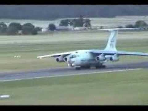 [Old] Russian cargo plane needs more runway