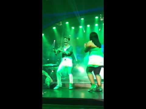 Mr.Đàm nhảy cùng fan người Philippines