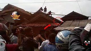 Download Video Warga Gempar! Makhluk Misterius Tiba-Tiba Muncul di Atap Rumah! Makhluk Jadi-Jadian?? MP3 3GP MP4