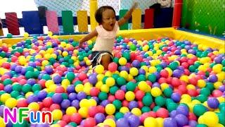 Naik Odong-odong mobil & mandi Bola yang banyak Sekali - Play mini merry & Play a Lot of Ball Pit Video