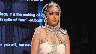 Video Akshara Haasan Walk Her Ramp In Mumbai Fashion Show MP3, 3GP, MP4, WEBM, AVI, FLV Desember 2017