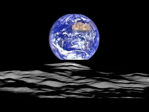 la luna che vede il sorgere della terra!