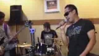 Krisyanto 'Lanjutkan Hidup' di Panggung Musik - CumiCumi.com.flv