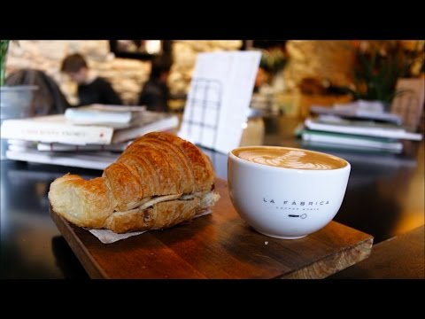 BEST CYCLING CAFE IN THE WORLD? - La Fabrica
