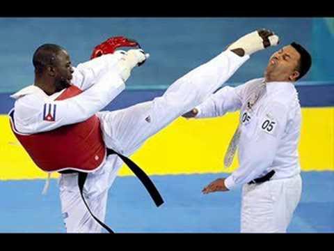 Cubano Angel Matos patea en la cara al árbitro en Beijing 2008