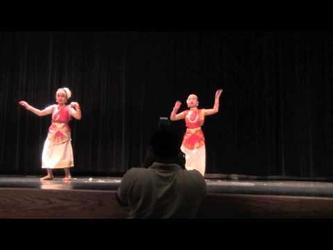 Video Kera Nirakal Aadum - by Niya & Isha download in MP3, 3GP, MP4, WEBM, AVI, FLV January 2017
