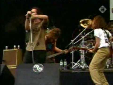 leash - Pearl Jam- Leash (Live At Pinkpop 1992)