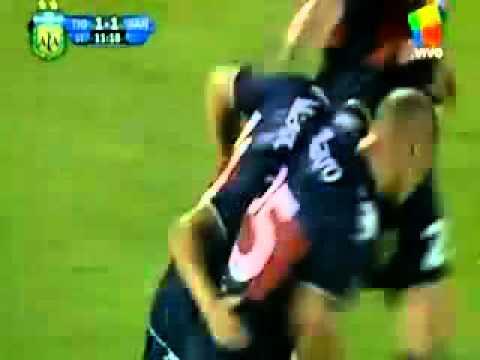 Extraordinario gol de Diego Morales al Banfield