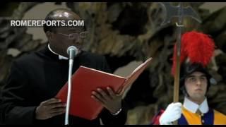 Papa Franjo objašnjava publici da kršćani moraju podupirati jedni druge u nadi