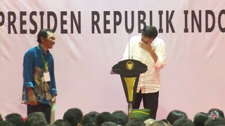 Video Dijamin ngakak, Presiden Jokowi sampai gak bisa berhenti ketawa mendengar jawaban lucu petani MP3, 3GP, MP4, WEBM, AVI, FLV April 2018
