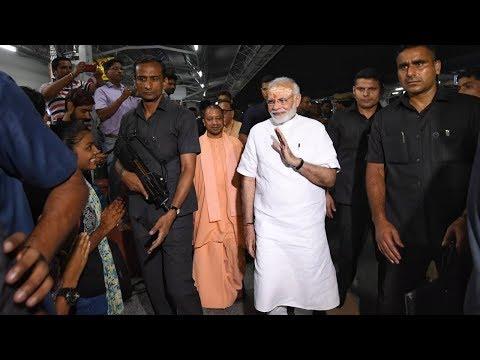 Vаrаnаsi की सड़कों पर रात में क्यों निकले РМ Моdi  || Кhаbаr То Sамjhiуе - DomaVideo.Ru