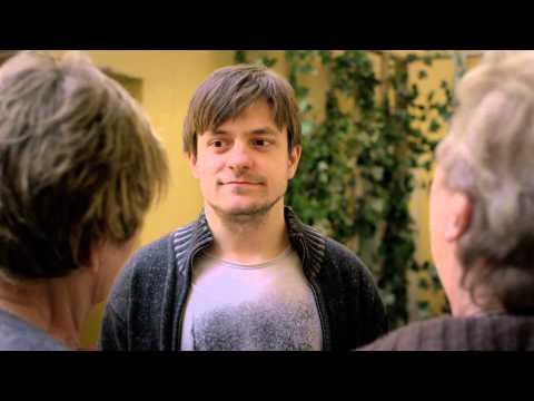 Komedie Celebrity s.r.o., ve které hraje Jiří Mádl režiséra seriálu, dnes vstupuje do kin!