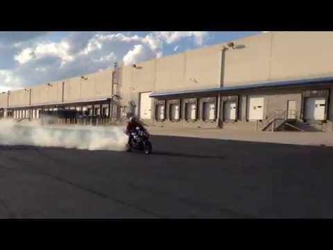 suzuki gsx-r 1000: drift e frenata con l'anteriore, spettacolare!