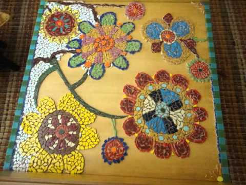 Macetas decoradas con mosaicos videos videos for Azulejos rotos decoracion