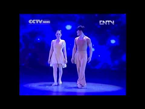 The Dream of the Golden Clown  – Reinvents Acrobatics (CCTV news)