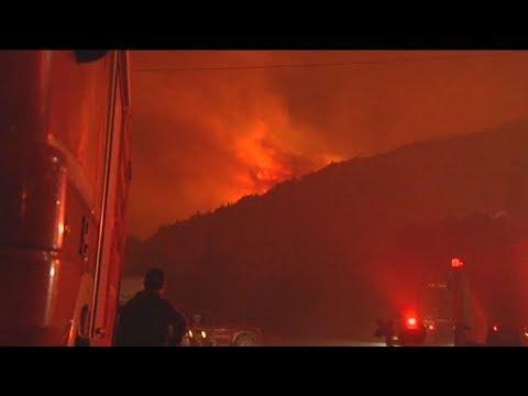 Μάχη για τον έλεγχο της πυρκαγιάς στη Ζάκυνθο
