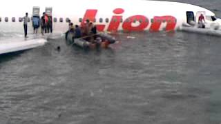 Video Pesawat Lion Air... Gagal Landing di Bandar Udara Ngurah rai Bali MP3, 3GP, MP4, WEBM, AVI, FLV April 2019