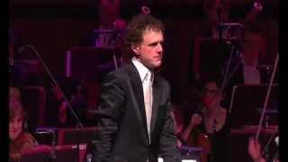 Funny! Orchestra plays Microsoft Windows - the waltz