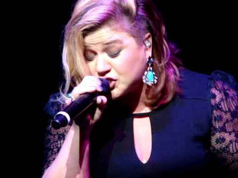 """Catch My Breath"" – Kelly Clarkson (Buffalo, NY)"