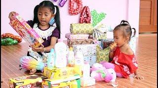 Video Buka Kado Ulang Tahun Bayi Lucu Shanti ke 2 - Open Birthday Presents MP3, 3GP, MP4, WEBM, AVI, FLV September 2018