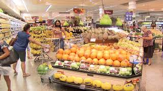Mercados controlam entrada de clientes na véspera de Natal