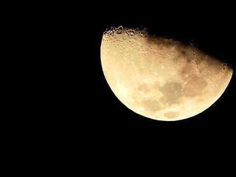 Lua em passagem diante de minha lente. Florianópolis, 02.10.2014