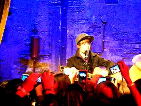Justin Bieber in Paris, in private concert to Jamel comedy club