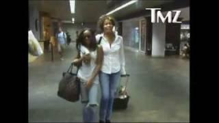 Whitney Houston - Newark Airport (8/20/09) - YouTube