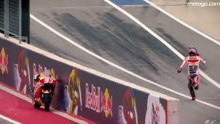 Video Unforgettable moments of the MotoGP 2015 - Marc Marquez Ran Without His Motorcycle MP3, 3GP, MP4, WEBM, AVI, FLV Juni 2018