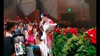 Video Live Concert Syahrini 2018 - Momen Pemberian Bunga dari Seseorang MP3, 3GP, MP4, WEBM, AVI, FLV Juni 2019