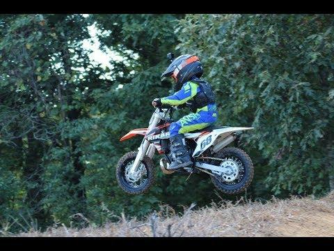 Video Talented-Awesome-4-year-old-biker-MX download in MP3, 3GP, MP4, WEBM, AVI, FLV January 2017