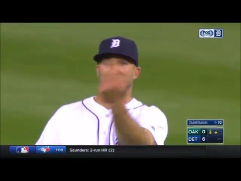 Tigers' Outfielder Tyler Collins Flips Off Home Crowd for Booing Him