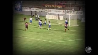 Hernández marcou duas vezes no jogo de ida da decisão da Copa do Nordeste de 99, no Barradão.